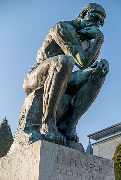 Le_Penseur_in_the_Jardin_du_Musée_Rodin,_Paris_March_2014