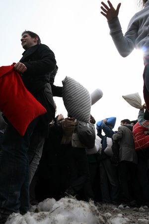 Pillow_Fight_2010_2662
