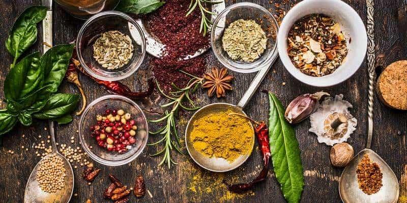 Bahan-Ramuan-Herbal-Tradisional-VICUSCHKA-Shutterstock
