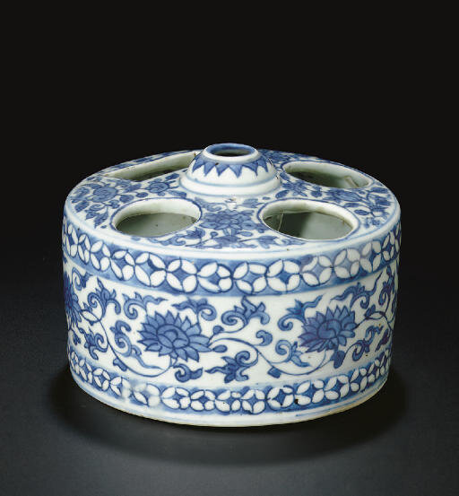 A blue and white drum-form brush and ink-stick stand, Ming dynasty, 16th-17th century