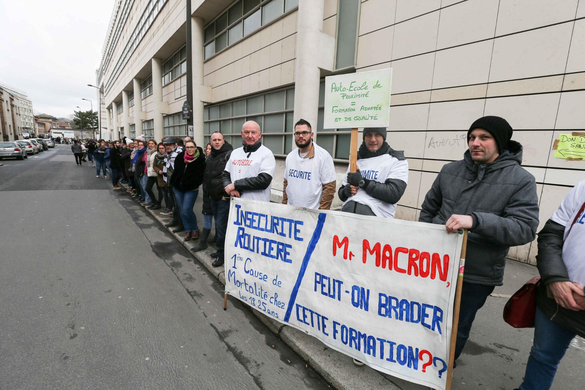 Les auto-écoles contre l'« ubérisation » de leur profession. © Michel Stoupak. Lun 11.02.2019, 11h46m48.