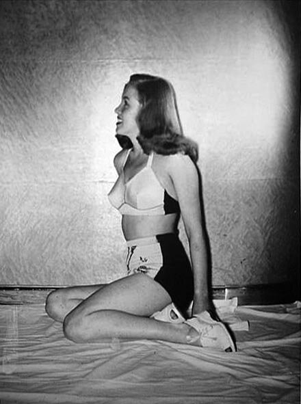 1945-model-bikini_bird-H_Maier_studio-011-1