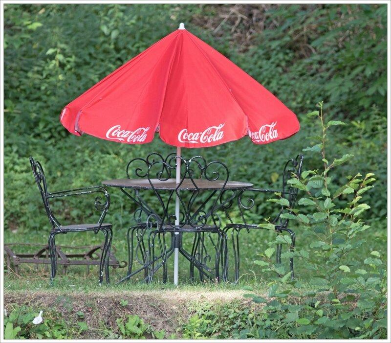 salon de jardin parasol rouge Coca 230717