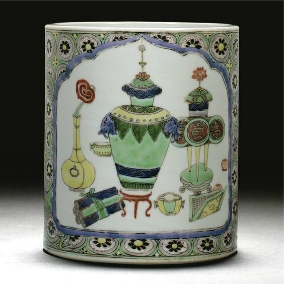 A famile verte brushpot, Qing dynasty, Kangxi period (1662-1722)