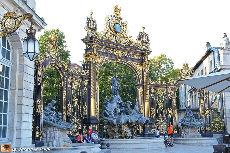 Nancy - La Place Stanislas - Fontaine de Neptune