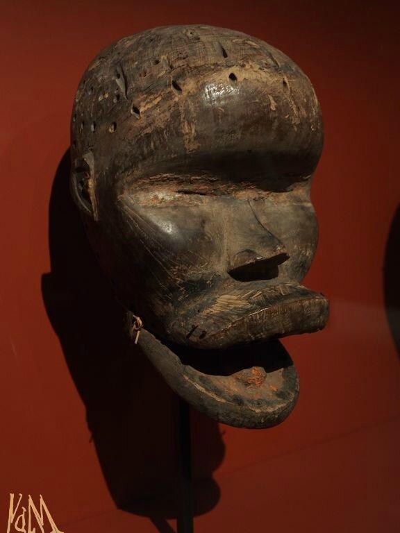 Sra - grand masque avec scarification frontale et machoire mobile - Dan, vers 1930