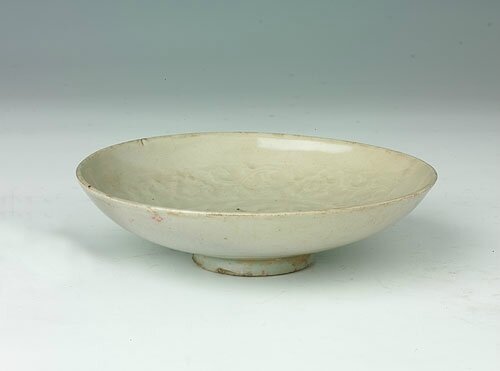 White-glazed bowl with the design of stamping flowers and curly grass, Yuan Dynasty (1271-1368)