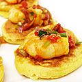 Mini blinis et crevettes au curry