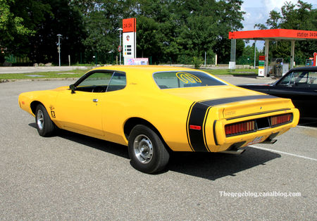 Dodge_charger_super_bee_coupe_de_1971__Alsace_Auto_Retro_Bartenheim_2011__02