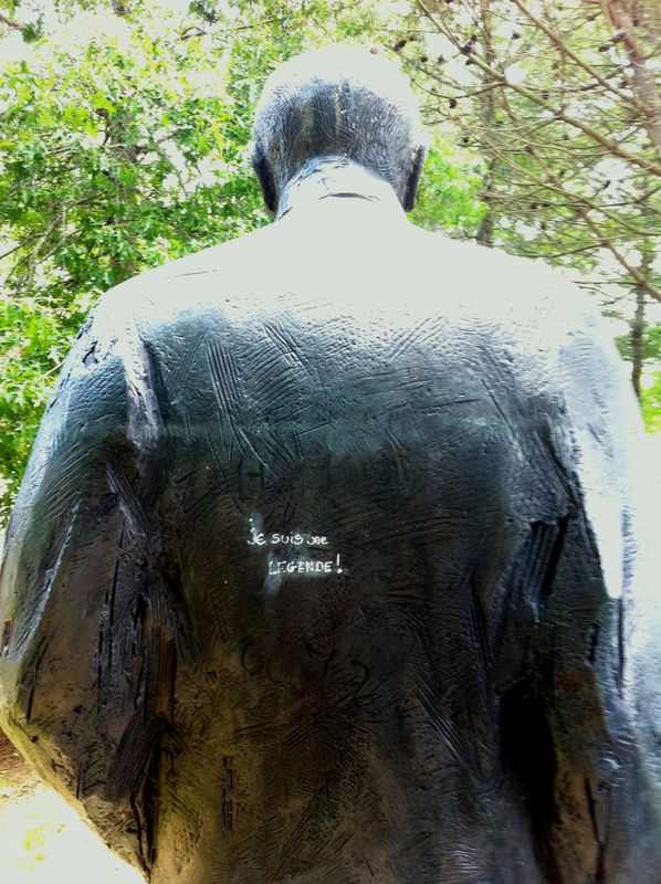 Soustons (40) Mémorial François Mitterrand, de dos.