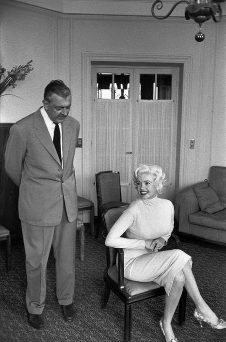 jayne-1958-05-09-cannes-with_jacques_tati-by_cartier_bresson-1