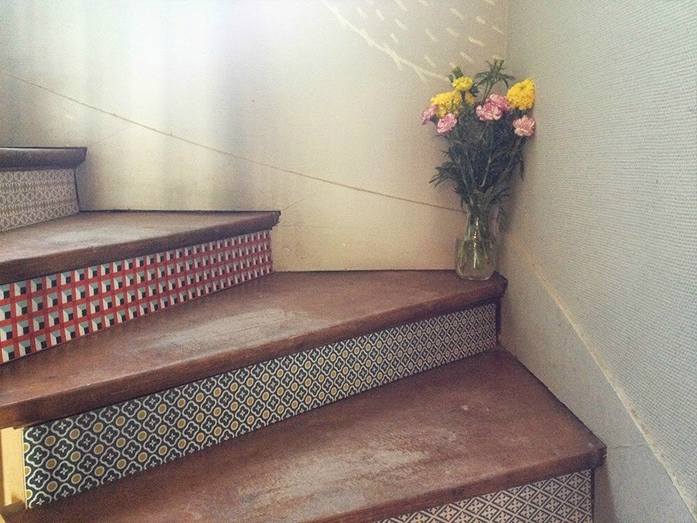 rockez vos escaliers avec du papier peint pom gus. Black Bedroom Furniture Sets. Home Design Ideas