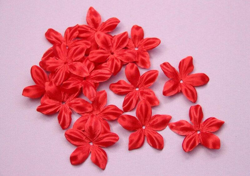 deco-fleurs-en-satin-de-soie-rouge-bijoux-mariage-scrapbooking-decoration-couture-creation