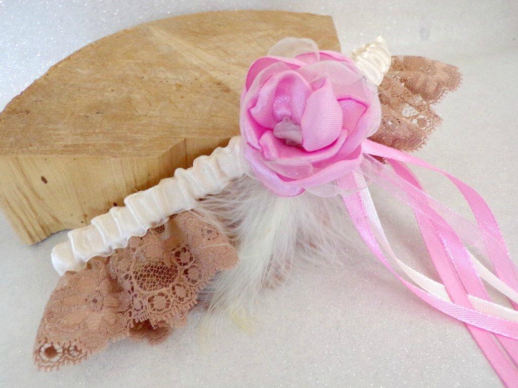 Jarretière de mariée dentelle rose ivoire plumes
