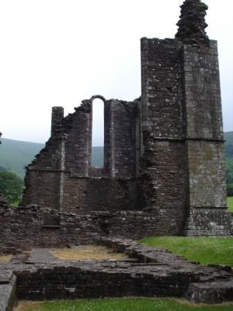 ancien prieuré de llanthony les ruines