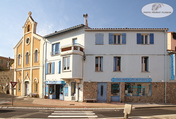 COLLIOURE_rue_du_Temple_Maison_DESCLAUX_et_eglise_reformee_de_France