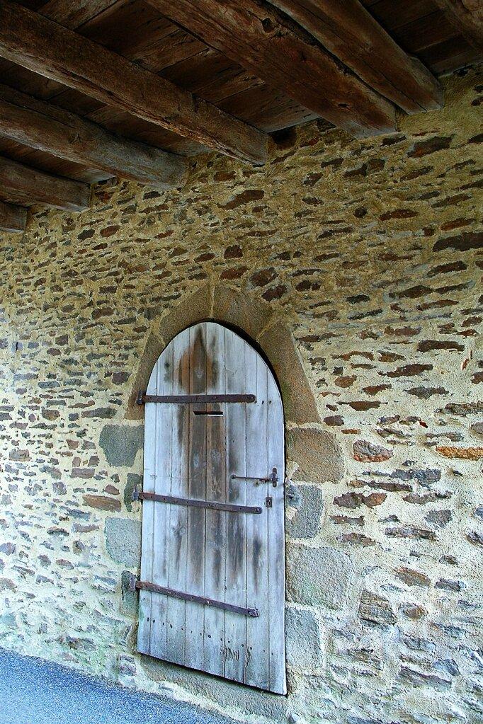 Porte sous porche.