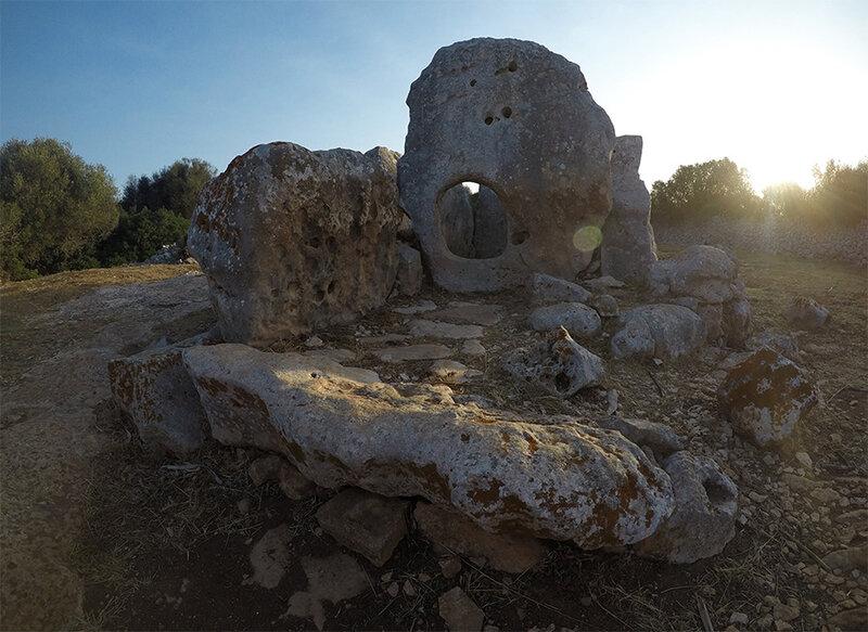 Torre d'en Galmés - Sépulture