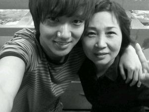 yesung with her mum
