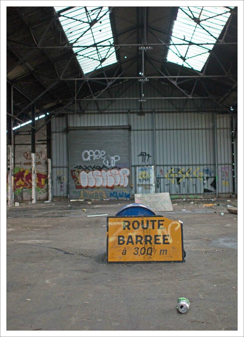 ville hangar route barrée 010315