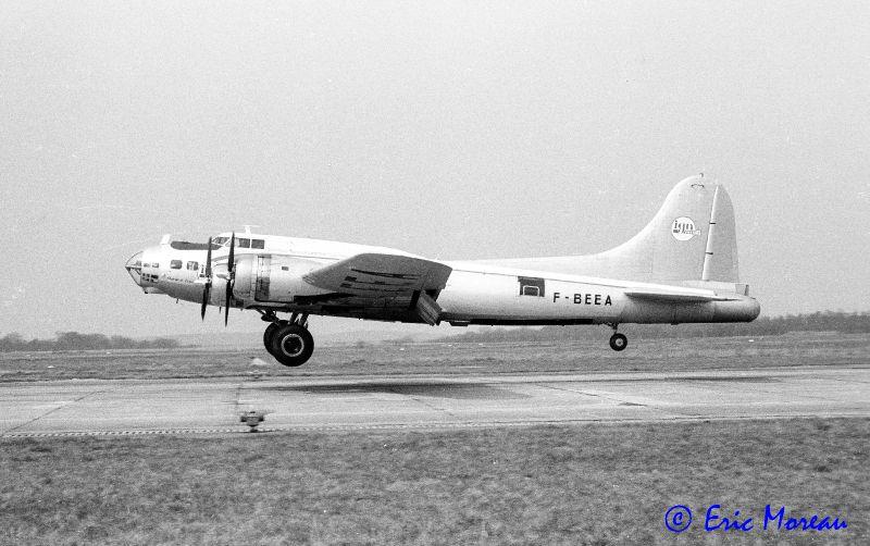 B-17 F-BEEA Atterrissage Creil 140382 EM