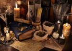 de-mystique-toujours-la-vie-avec-les-herbes-curatives-les-bougies-et-les-livres-de-magie-74116127