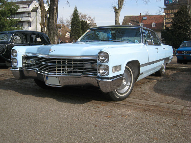 Cadillac sedan deville 01