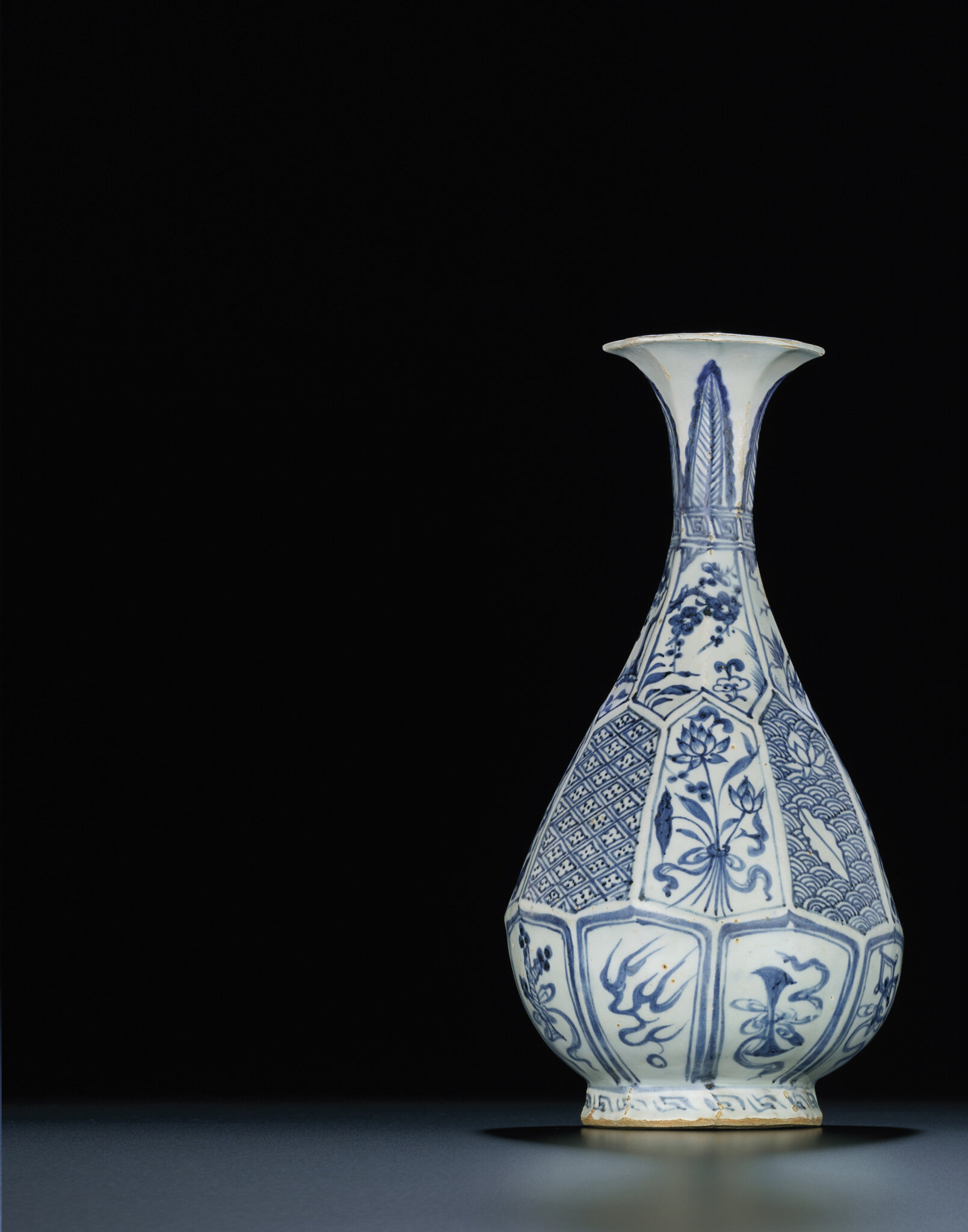 A very rare blue and white octagonal pear-shaped vase,yuhuchunping, Yuan dynasty (1279-1368)