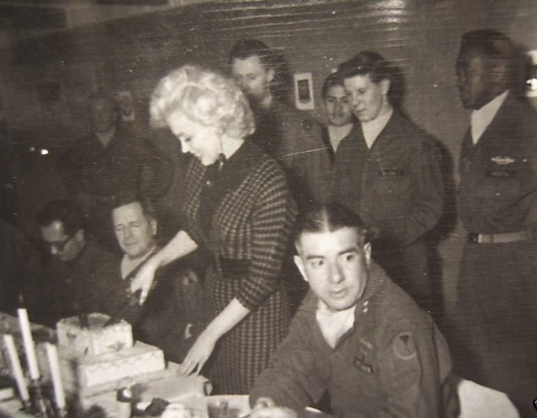 1954-02-18-korea-2nd_division-lunch-021-1a