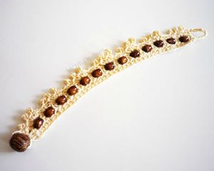 bracelet-crochet-écru-perles-bois-olive-blog
