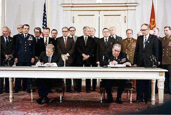 Carter_Brezhnev_sign_SALT_II