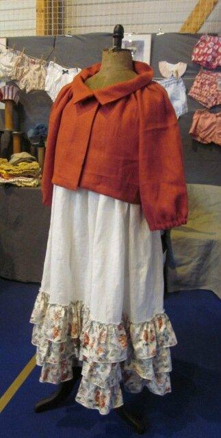 Veste BLANCHE en lin rouge fermée par un bouton de nacre (1)