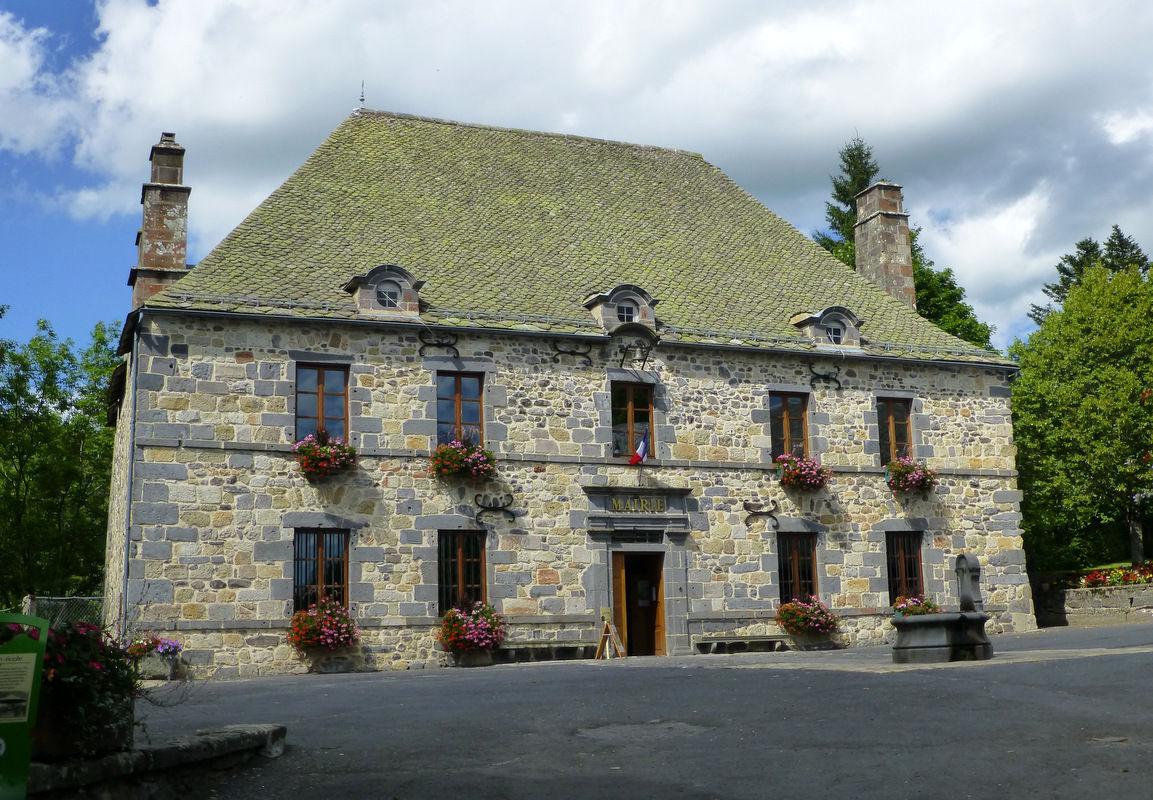 mairie de Murat-le-Quaire