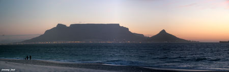 crepuscule_sur_la_table_mountain_panoramic