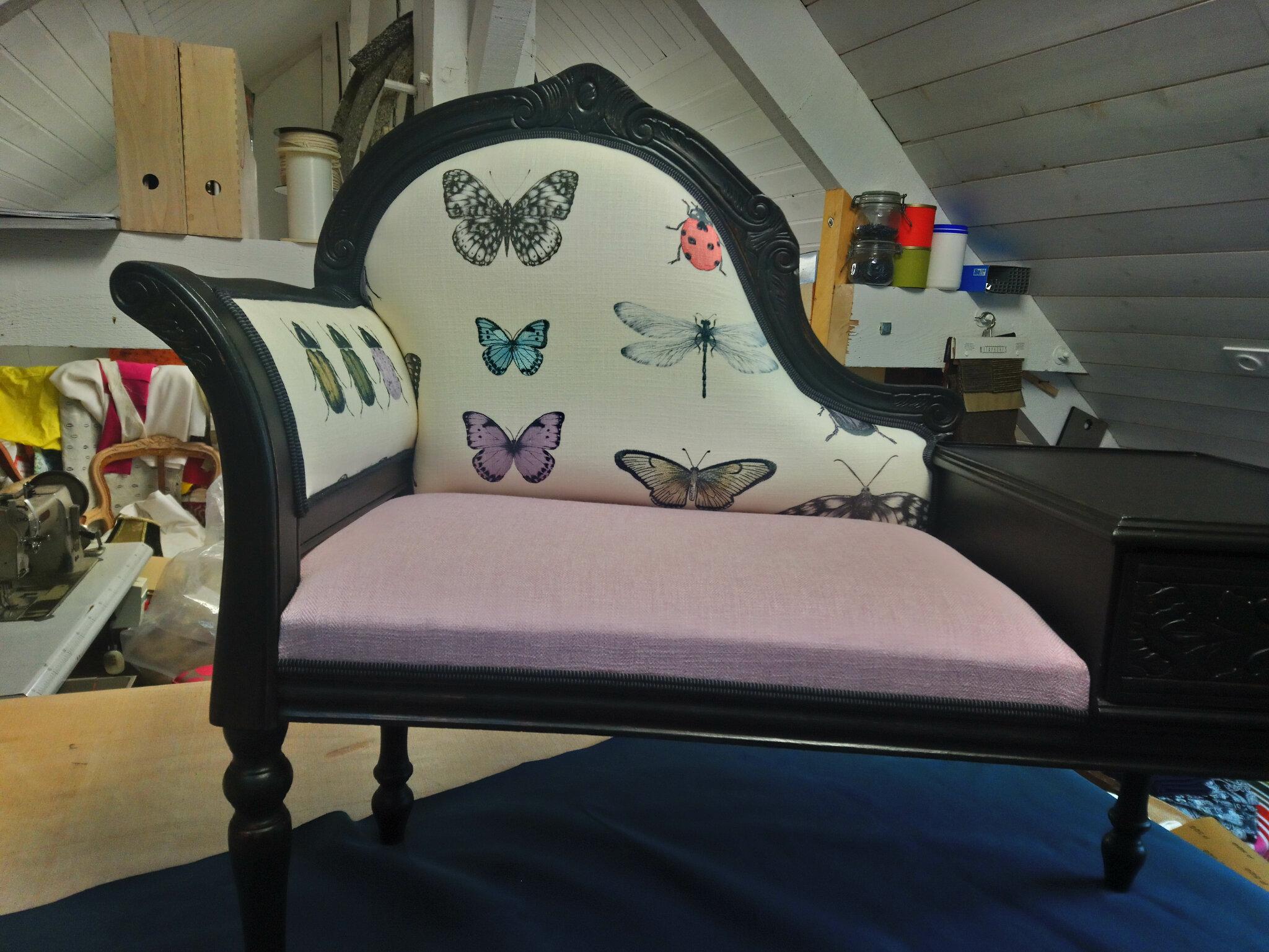 Petit meuble d'entrée papillons et scarabées