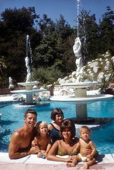 jayne_pink_palace-pool-1961-10-23-a