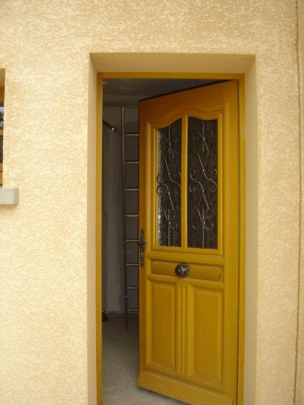 pose d 39 une porte d 39 entr e charpentier couvreur 03 allier tuiles ardoises charpente bois au. Black Bedroom Furniture Sets. Home Design Ideas