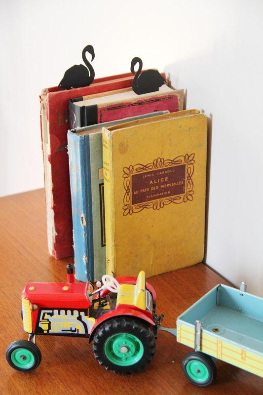paper_cut_book1