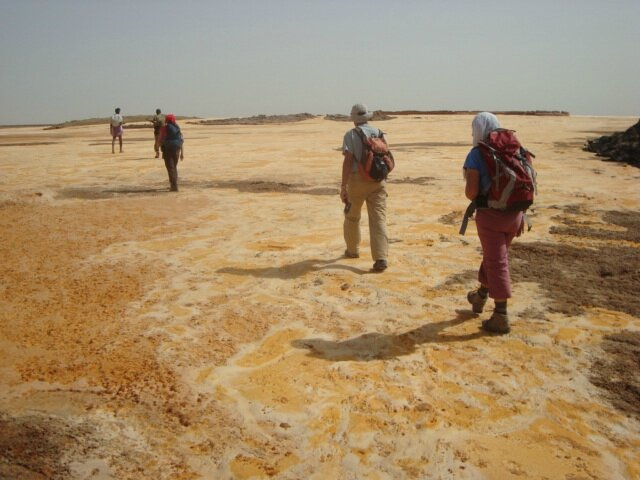 abyss land tour and travel groupe trekking in danakil