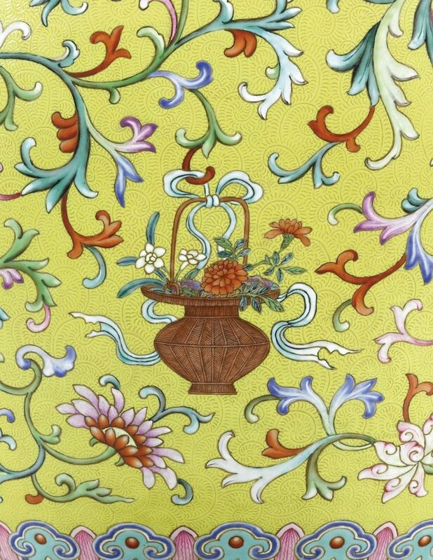 A magnificent and monumental yellow-ground famille-rose 'Anbaxian' sgraffiato vase with dragon handles, seal mark and period of Qianlong (detail4)