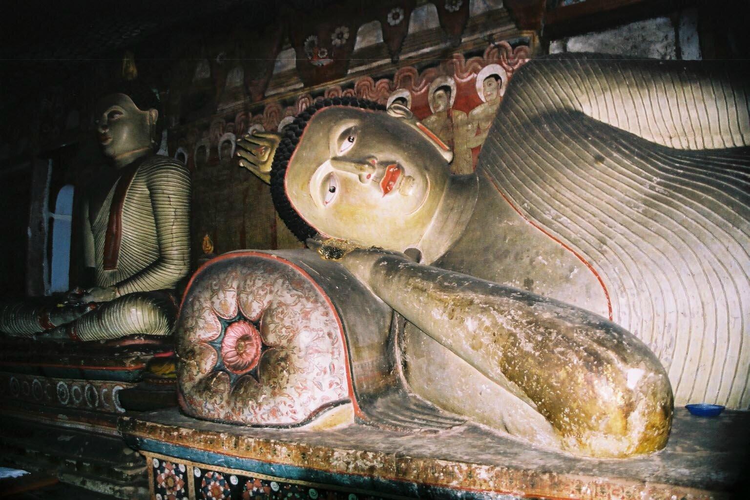 b-img026_Dambulla_bouddha