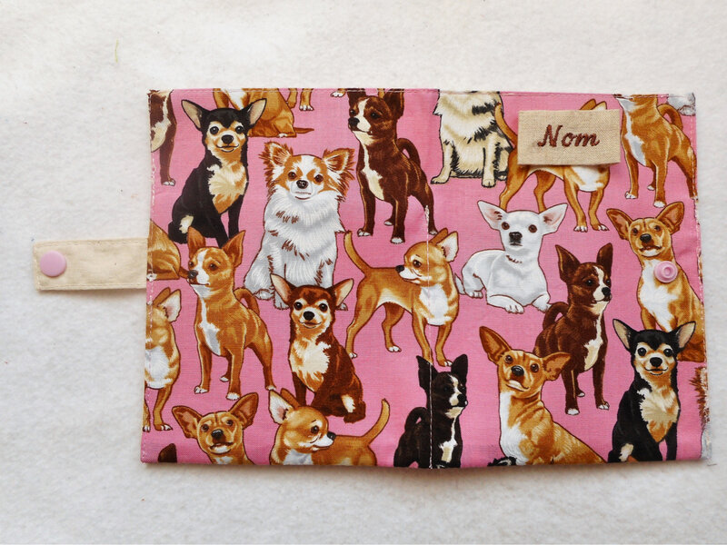 Protège carnet chihuahuas rose ouvert