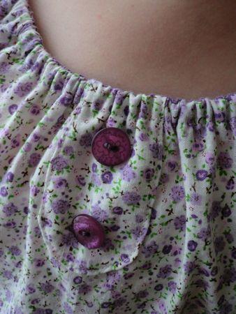 couture - 2012-05-08 - tunique raglan fleurettes - détail boutons