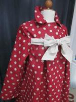 Manteau AGLAE en lin rouge à pois ficelle fermé par un noeud de lin brut (5)