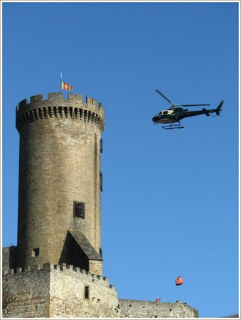 2013-01-chateau-Foix-helicoptere