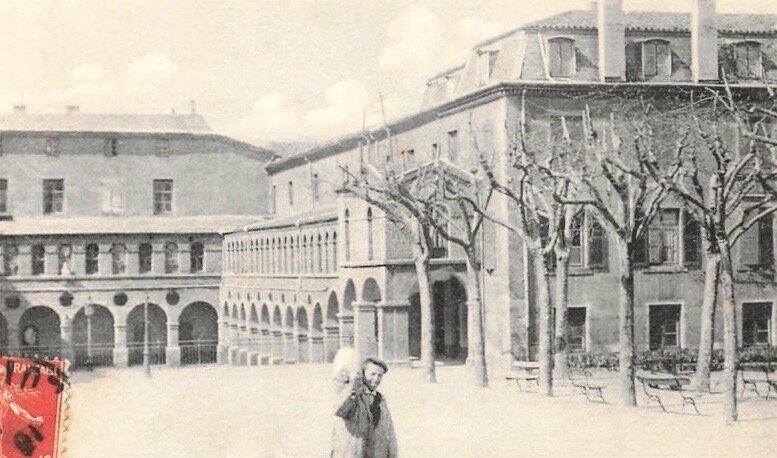 vue sur cour Hôtel-de-Ville cpa envoi 1912