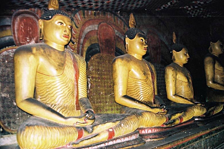 b-img029_Dambulla_statues