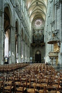 399px-Amiens_cathedral_nave-west
