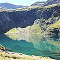 Lac d'Isabe, lac et falaise (64)