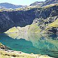 Lac d'Isabe, lac et falaise (64)